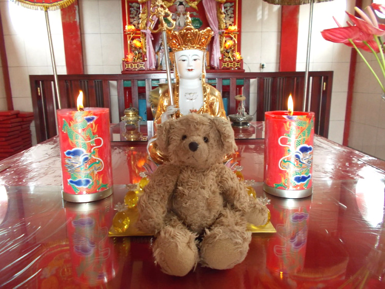 Teddy Land: Chinese temple in Manado