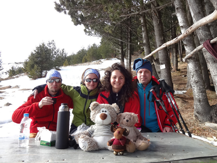Teddy Land: Refuge Blue Arrow with Gioko, Alex, Nevena and Pencho, Vitosha, Bulgaria