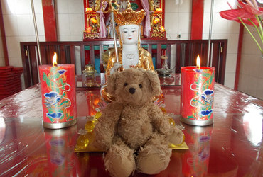 They worship me - Chinese temple in Manado