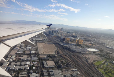 United 0432 2015-06-29: Landing in Las Vegas