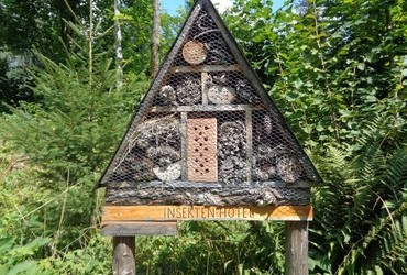 Insect hotel. I wonder what the rates are. Hate to see all this homeless insects that can't afford to move in.